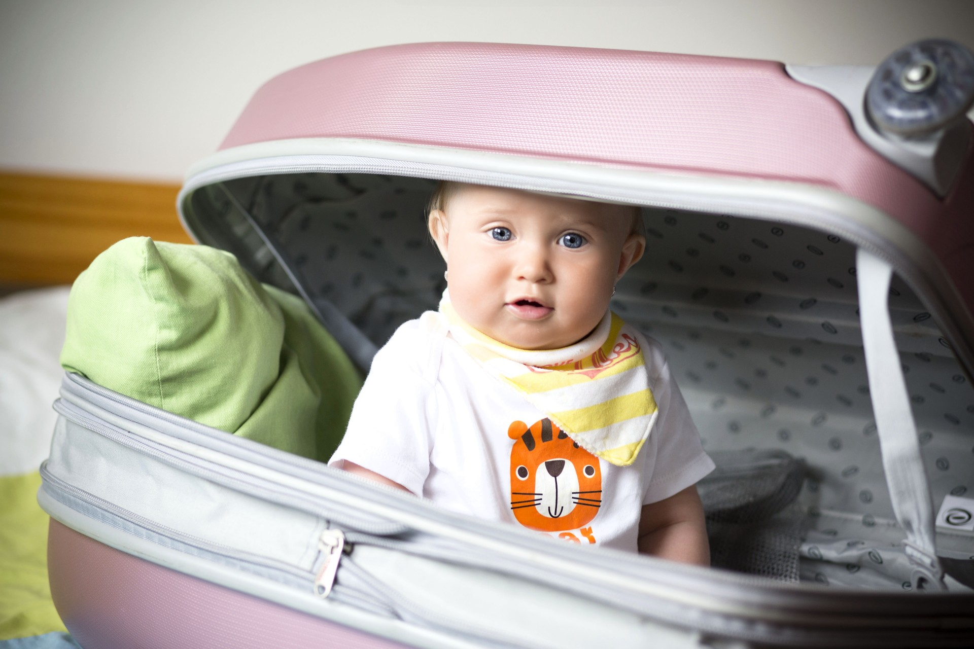 baby-in-the-suitcase