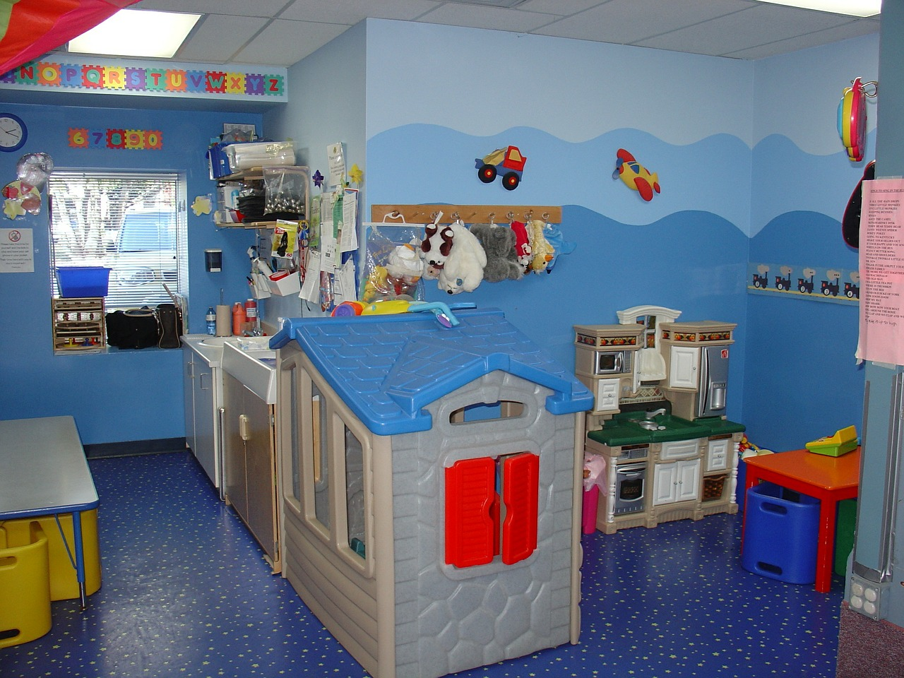 toddler-room-569199_1280